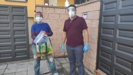 """Entrega de máscaras de protección a ADACE CLM por el colectivo ciudadanos """"Héroes Anónimos"""""""