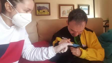 Atención domiciliaria de las profesionales de ADACE CLM a personas con daño cerebral